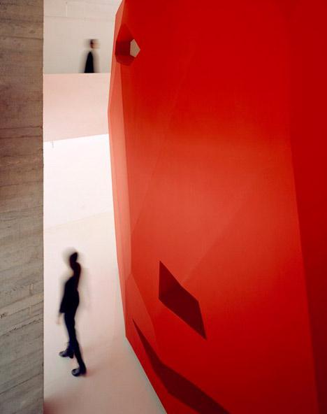 dzn_A-Red-Object-by-3GATTI-Architecture-Studio-10
