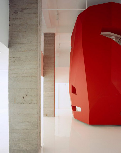 dzn_A-Red-Object-by-3GATTI-Architecture-Studio-2