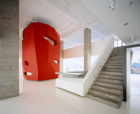 dzn_A-Red-Object-by-3GATTI-Architecture-Studio-3