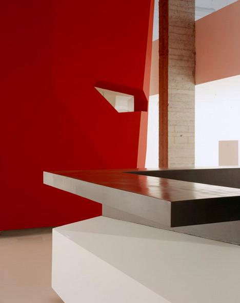 dzn_A-Red-Object-by-3GATTI-Architecture-Studio-4
