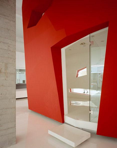 dzn_A-Red-Object-by-3GATTI-Architecture-Studio-5
