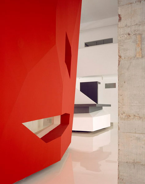 dzn_A-Red-Object-by-3GATTI-Architecture-Studio-8