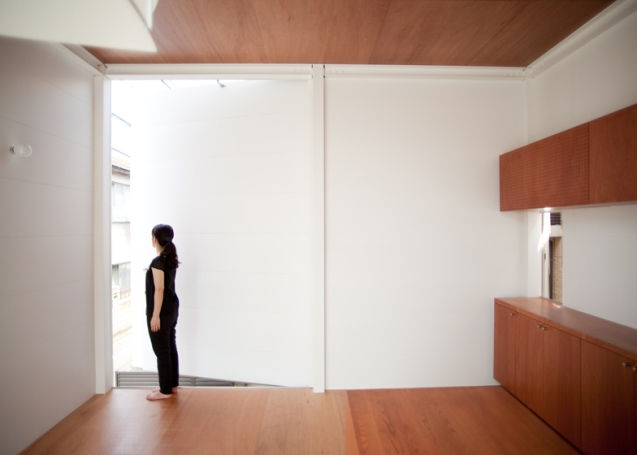 dezeen_Small-House-by-Unemori-Architects_ss_16