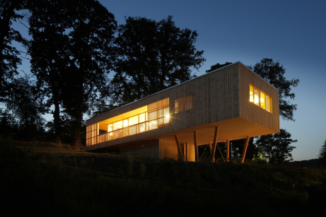 52aa70dbe8e44e01d100006e_house-under-the-oaks-juri-troy-architects_130619_troy_efhe_30